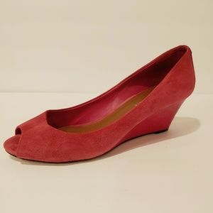 Donald Pliner Milli pink wedge. Size 8M